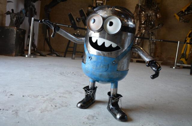 Minionek w fabryce robotów