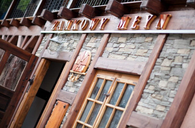 hotel krapkowice Zamkowy Młyn - wejście