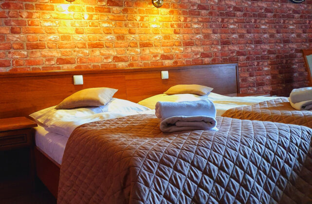pokój dwuosobowy z 2 łóżkami pojedynczymi