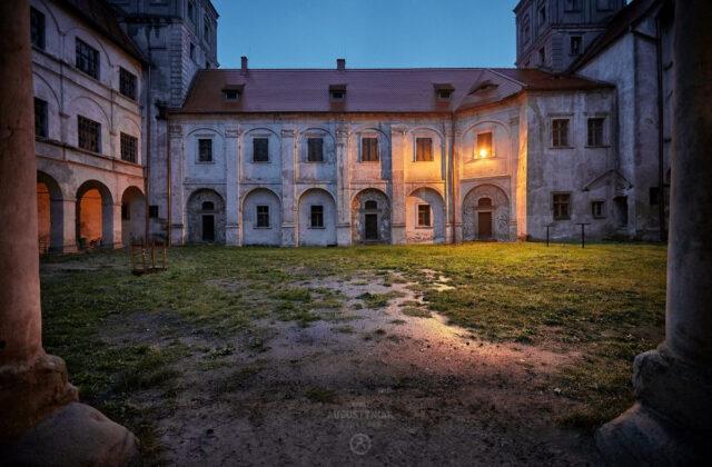 Zamek Niemodlin dziedziniec