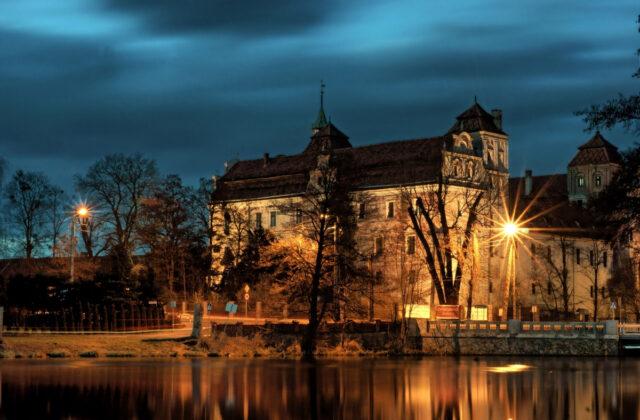 Zamek Niemodlin nocą