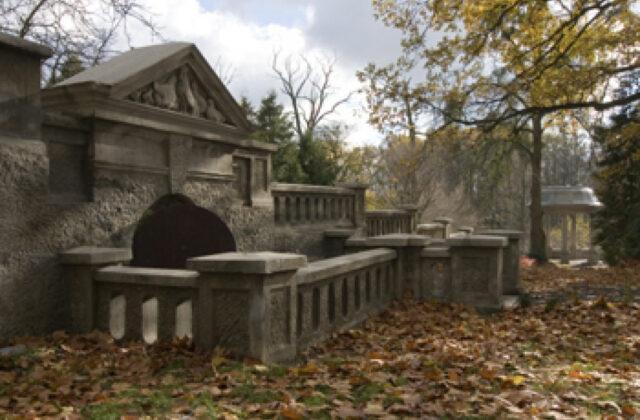 zamek Rogów Opolski - park